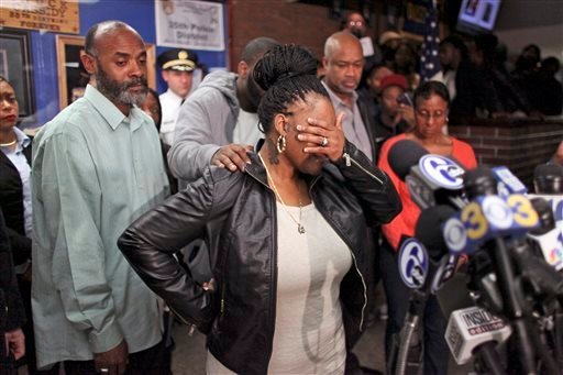 Keisha Gaither, center, mother of kidnapping victim Carlesha Freeland-Gaither is overcome by emotion during a news conference in Philadelphia on Tuesday Nov. 4, 2014. (AP)