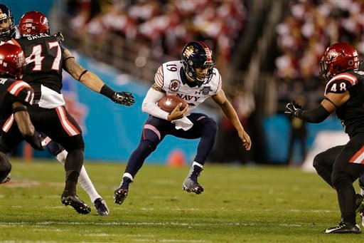 Navy quarterback Keenan Reynolds runs with the ball against San Diego State during the first half of the Poinsettia Bowl NCAA college football game Tuesday, Dec. 23, 2014, in San Diego.