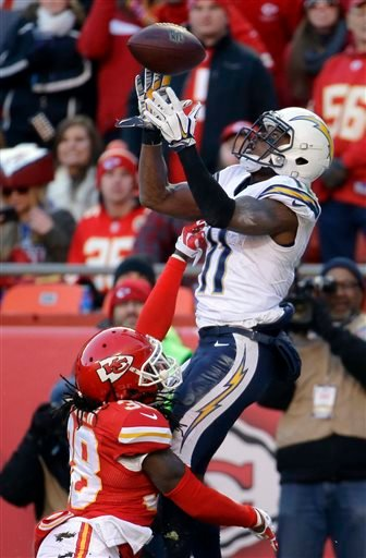 Kansas City Chiefs strong safety Ron Parker (38) breaks up a pass intended for San Diego Chargers wide receiver Eddie Royal (11).