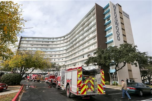 Firefighters and emergency units respond to a fire at the Wedgwood Senior Apartments, Sunday, Dec. 28, 2014 in San Antonio, Texas. (AP)