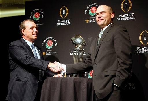 Florida State head coach Jimbo Fisher, left, greets Oregon head coach, Mark Helfrich during an NCAA college football news conference in Los Angeles, Wednesday, Dec. 31, 2014. (AP)