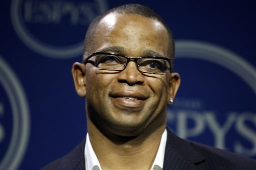 "In a Wednesday, July 16, 2008 file photo, Stuart Scott poses in the press room at the ESPYs Awards,in Los Angeles. Scott, the longtime ""SportsCenter"" anchor and ESPN personality known for his known for his enthusiasm and ubiquity, died Sunday, Jan. 4, 20"