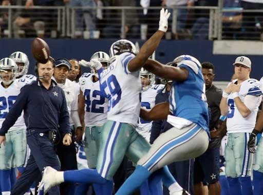 Dallas Cowboys outside linebacker Anthony Hitchens (59) is hit in the back by a pass from Detroit Lions quarterback Matthew Stafford (9), intended for Detroit Lions tight end Brandon Pettigrew (87).