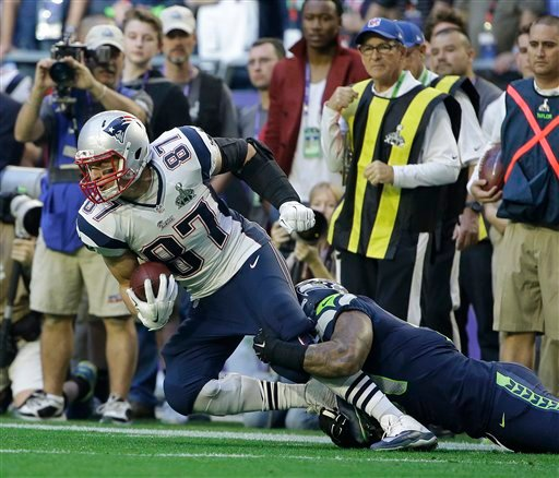 New England Patriots tight end Rob Gronkowski (87) is tackled by Seattle Seahawks outside linebacker Bruce Irvin during the first half of NFL Super Bowl XLIX football game Sunday, Feb. 1, 2015, in Glendale, Ariz. (AP Photo/Matt Rourke)