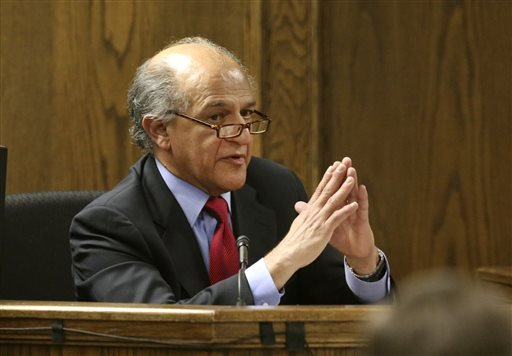 Psychiatrist Dr. Michael Arambula testifies for the prosecution in the capital murder trial of Eddie Ray Routh at the Erath County, Donald R. Jones Justice Center Friday, Feb. 20, 2015, in Stephenville, Texas. (AP)