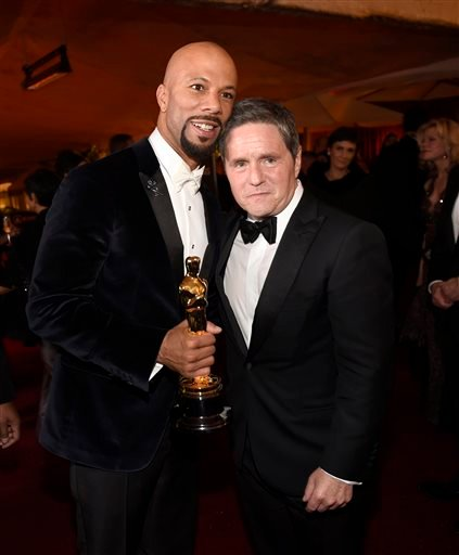 """Common, winner of the award for best original song in a feature film for """"Glory"""" from """"Selma,"""" left, and Brad Grey, chairman and CEO, Paramount Pictures Corporation, attend the Governors Ball after the Oscars on Sunday, Feb. 22, 2015, in Los Angeles. (Pho"""