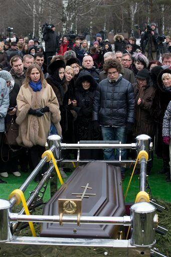 Relatives and friends stand at the coffin of Boris Nemtsov during a burial ceremony at Troekurovskoye cemetery in Moscow, Russia, Tuesday, March 3, 2015. Mourners gathered for the funeral of murdered Nemtsov. a charismatic Russian opposition leader and sh