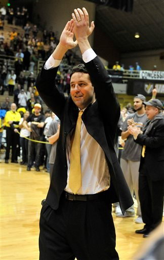 Valparaiso coach Bryce Drew applauds the crowd before accepting the trophy after an NCAA college basketball game in the championship of the Horizon League conference tournament Tuesday, March 10, 2015, in Valparaiso, Ind. Valparaiso beat Green Bay 54-44.
