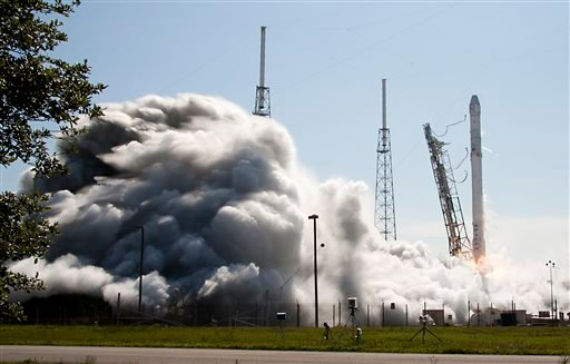 The Falcon 9 SpaceX rocket lifts off from launch complex 40 at the Cape Canaveral Air Force Station in Cape Canaveral, Fla., Tuesday, April 14, 2015. (AP Photo/John Raoux)