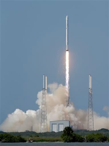 The Falcon 9 SpaceX rocket lifts off from launch complex 40 at the Cape Canaveral Air Force Station, Tuesday, April 14, 2015, in Cape Canaveral, Fla. (AP Photo/John Raoux)