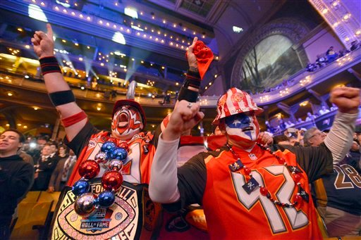 Tampa Bay Buccaneers fans cheer after the Buccaneers selects Florida State quarterback Jameis Winston as the first pick in the first round of the 2015 NFL Draft, Thursday, April 30, 2015, in Chicago. (AP Photo/Paul Beaty)