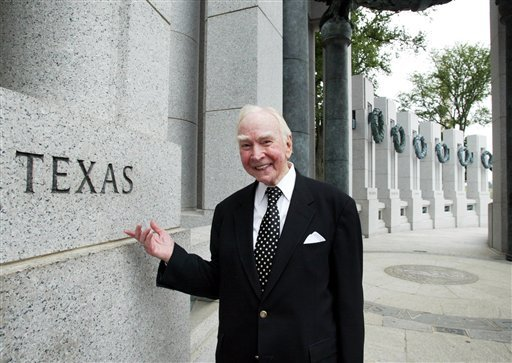 July 29, 2005, file photo: former House Speaker Jim Wright of Texas stands next to the Texas pillar while touring the World War II Memorial in Washington. (AP Photo/Yuri Gripas, File)