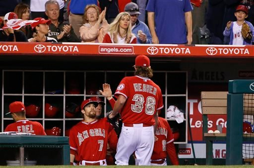 Los Angeles Angels starting pitcher Jered Weaver is greeted at the dugout after being removed from the Angels' baseball game against the San Diego Padres in the seventh inning of a baseball game Monday, May 25, 2015, in Anaheim, Calif. (AP photo/Lenny Ign