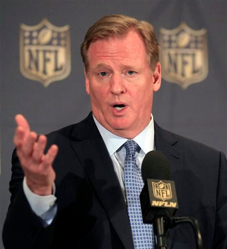 NFL Commissioner Roger Goodell speaks at a news conference at the league's owners meetings at the Hyatt Regency hotel, Tuesday, Aug. 11, 2015, in Schaumburg, Ill.