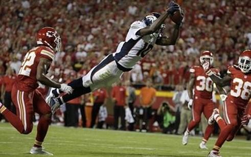 Denver Broncos wide receiver Emmanuel Sanders (10) leaps for a touchdown between Kansas City Chiefs. Sept. 17, 2015. (AP Photo/Charlie Riedel)