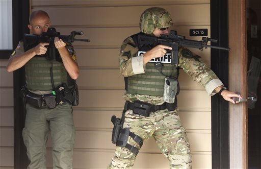 Authorities respond to a report of a shooting at Umpqua Community College in Roseburg, Ore., Thursday, Oct. 1, 2015. (Michael Sullivan /The News-Review via AP)