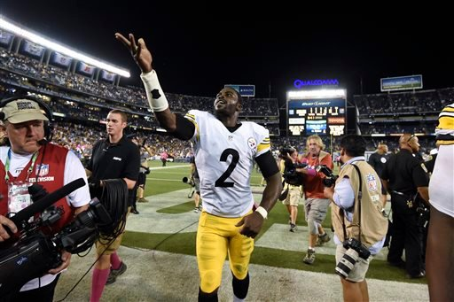Pittsburgh Steelers quarterback Mike Vick celebrates defeating the San Diego Chargers after an NFL football game Monday, Oct. 12, 2015, in San Diego.