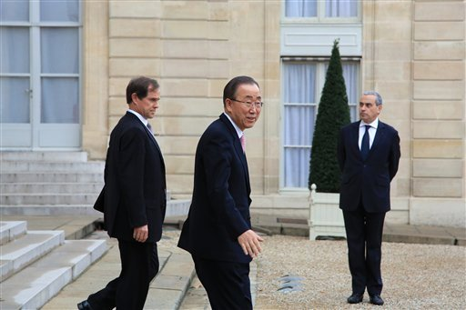 Secretary General of the United Nations Ban Ki-moon, center, leaves the Elysee Palace, after a meeting in Paris, Sunday, Nov. 29, 2015. More than 140 world leaders are gathering around Paris for high-stakes climate talks that start Monday, and activists a