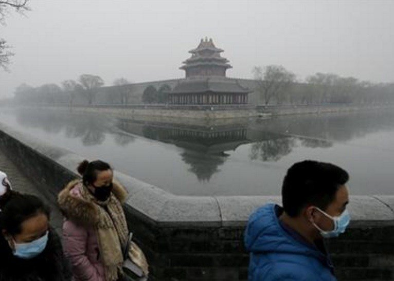 The forecasting model must predict three or more days of smog with levels of 300 or higher on the city's air quality index - which typically would include having levels of dangerous PM 2.5 particles of about 10 times the safe level. (AP Photo/Andy Wong)