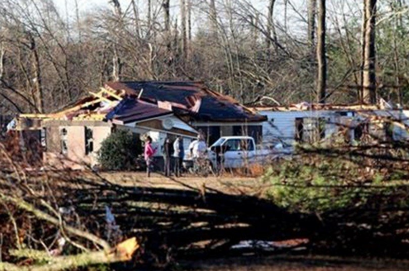 At least 11 people were killed in as spring-like storms mixed with unseasonably warm weather and spawned rare Christmastime tornadoes in the U.S. South, officials said Thursday. AP