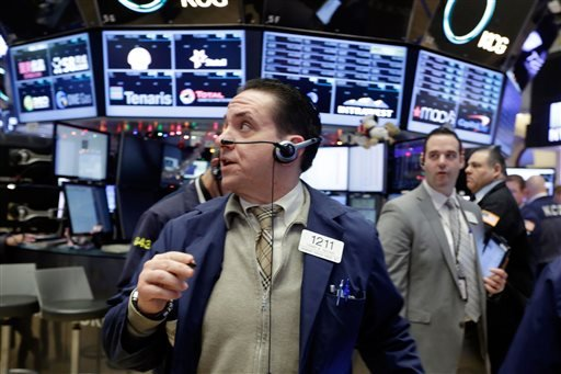 Trader Tommy Kalikas, center, works on the floor of the New York Stock Exchange, Monday, Jan. 4, 2016. U.S. stocks are opening 2016 on a grim note, dropping sharply after a plunge in China and declines in Europe. (AP Photo/Richard Drew)