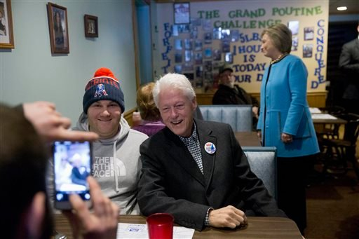 Democratic presidential candidate Hillary Clinton and her husband former President Bill Clinton meet with costumers before eating breakfast, Monday, Feb. 8, 2016, at Chez Vachon restaurant in , N.H. (AP Photo/Matt Rourke)