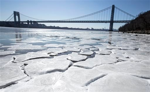 Ice begins to form on the banks of the Hudson River in Englewood Cliffs, N.J., Sunday, Feb. 14, 2016, as temperatures dove to the single digits this weekend. (Jim Anness/The Record of Bergen County via AP)