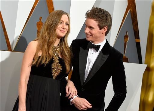 Hannah Redmayne, left, and Eddie Redmayne arrive at the Oscars on Sunday, Feb. 28, 2016, at the Dolby Theatre in Los Angeles. (Photo by Dan Steinberg/Invision/AP)