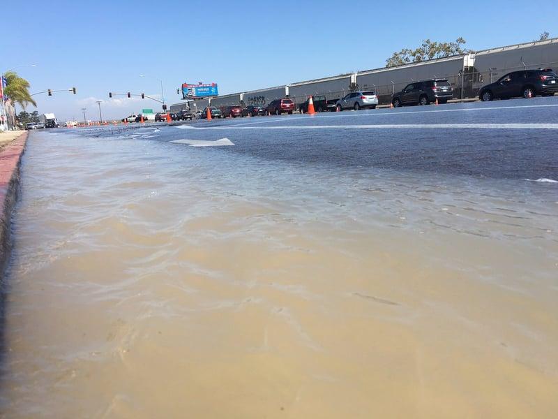 Water main break in miramar causes traffic mess cbs news for Worldwide motors san diego ca