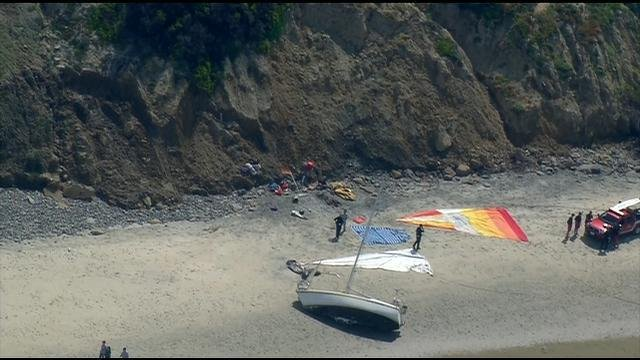 Boat Runs Aground At Black S Beach Cbs News 8 San Diego Ca News Station Kfmb Channel 8