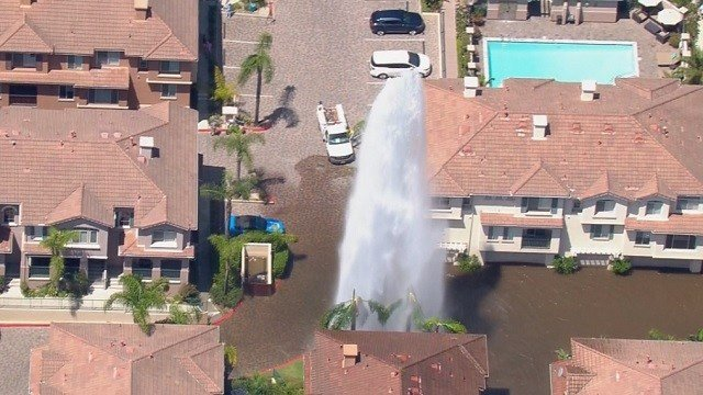 Broken water hydrant floods mission valley apartment - Apartment complexes san diego ...