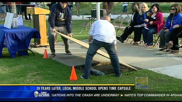 Montgomery Middle School To Open 20 Yr Old Time Capsule Cbs News 8 San Diego Ca News