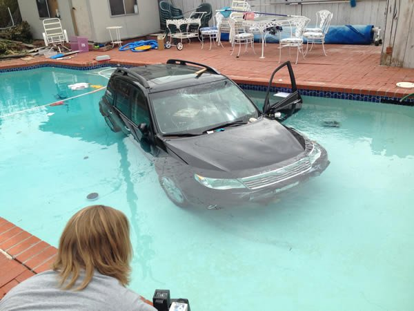 Driver crashes suv into pool in clairemont cbs news 8 - Clairemont swimming pool san diego ca ...