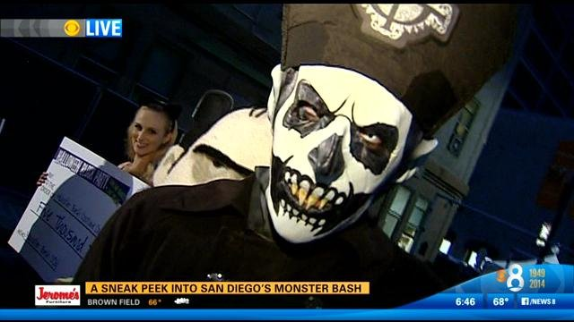 Halloween San Diego san diego halloween parties 2012 san diego weekend events friday october 31 to sunday november 2 2014 San Diego Cns A Candy Filled Pumpkin Estimated At About 500 Pounds Sent Splatter For A Record Setting 101 Feet When It Was Dropped Off The 11th Floor Of
