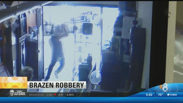 thief makes escape after brazen jewelry heist