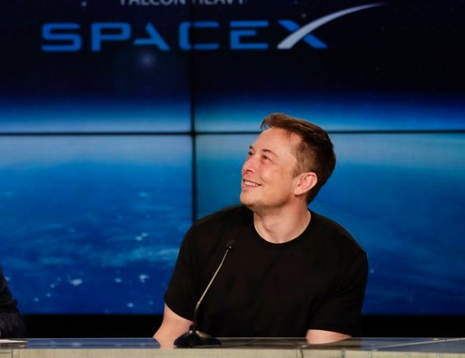Japanese billionare to be commercial passenger on SpaceX ...