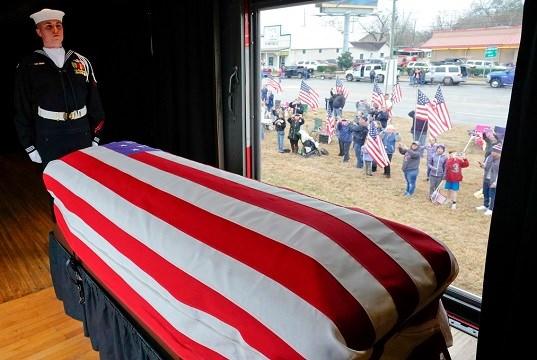 Thousands salute Bush funeral train 4141 on final Texas ...