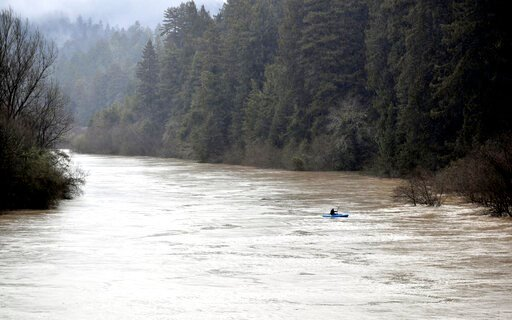 thousands ordered to leave as california river rises